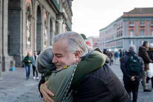 αγκαλιά σε μεγαλύτερη ηλικία