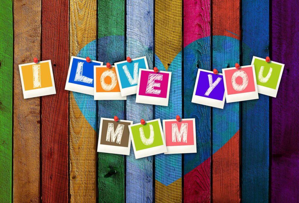 pins saying i love you mum